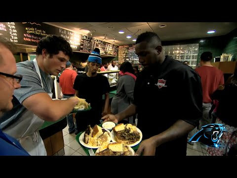 Thomas Davis, Panthers Serve Thanksgiving Meals