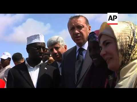 Erdogan visits camp with famine victims, Turkish health minister reax