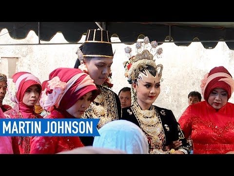 TRADITIONAL INDONESIAN WEDDING RECEPTION