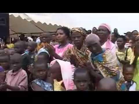 Jeffrey Sachs and Josette Sheeran (UN WFP) Visit Ruhiira, Uganda