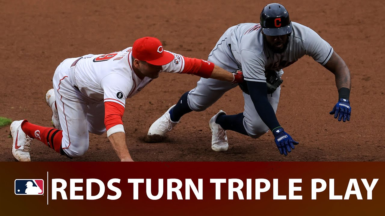 Joey Votto turns a TRIPLE PLAY!! (Heads up play by Votto gets three outs)