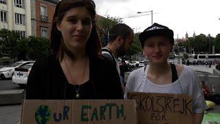 Dos activistas suecas del entorno de Greta Thunberg visitan Madrid