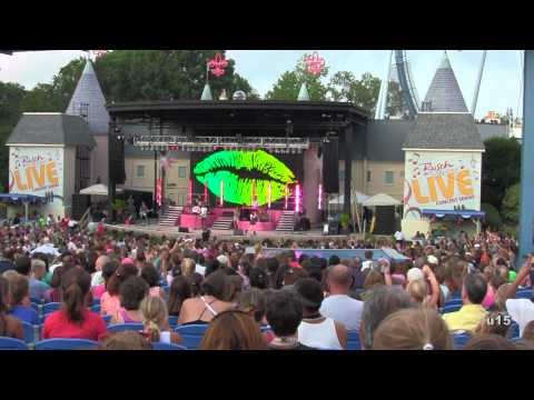 Miranda Cosgrove - Kissing U ( live! )