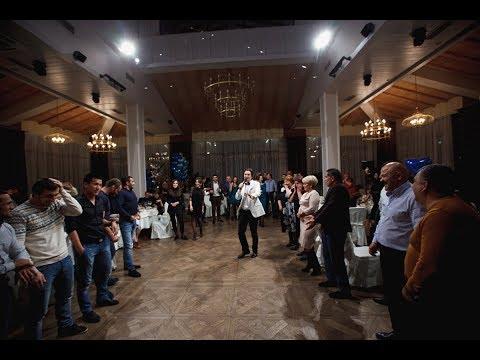 Армянский тамада Арсен Егиянц в ресторане