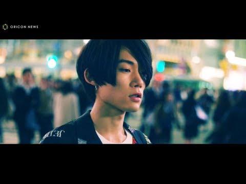 花沢将人、夜の渋谷で「We Are The World」歌う 音楽コラボアプリ『nana』WEB限定CM