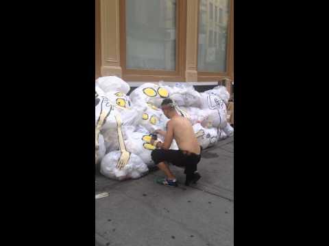 Art is Trash. Live in Soho. Francisco de Pájaro
