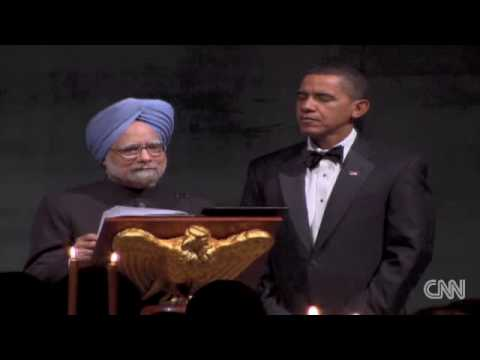 Indian PM Manmohan Singh makes a toast with President Obama