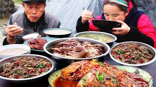 Miao elder sister stewed big goose in iron pot, I wish you all a happy new year and so bullish!