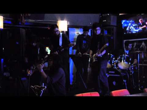 Keane - Everybody's Changing ( cover by HumzTer ) at HO2 Bar & Resto XSPLASH ,Kemang.