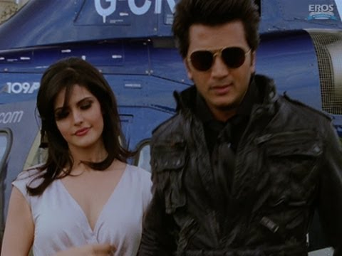 Ritesh Deshmukh with Hot Zarine Khan - Housefull 2