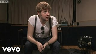 Kaiser Chiefs - Starts With Nothing (Live)
