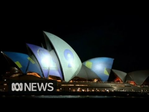 Protesters use spotlights to disrupt Opera House projection