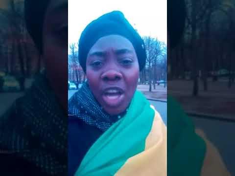 La Police française refoule avec force et violence les résistants gabonais pacifiques.