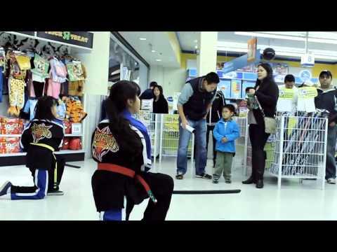 Kids martial arts demo Toys R Us Lansdowne Mall Richmond BC