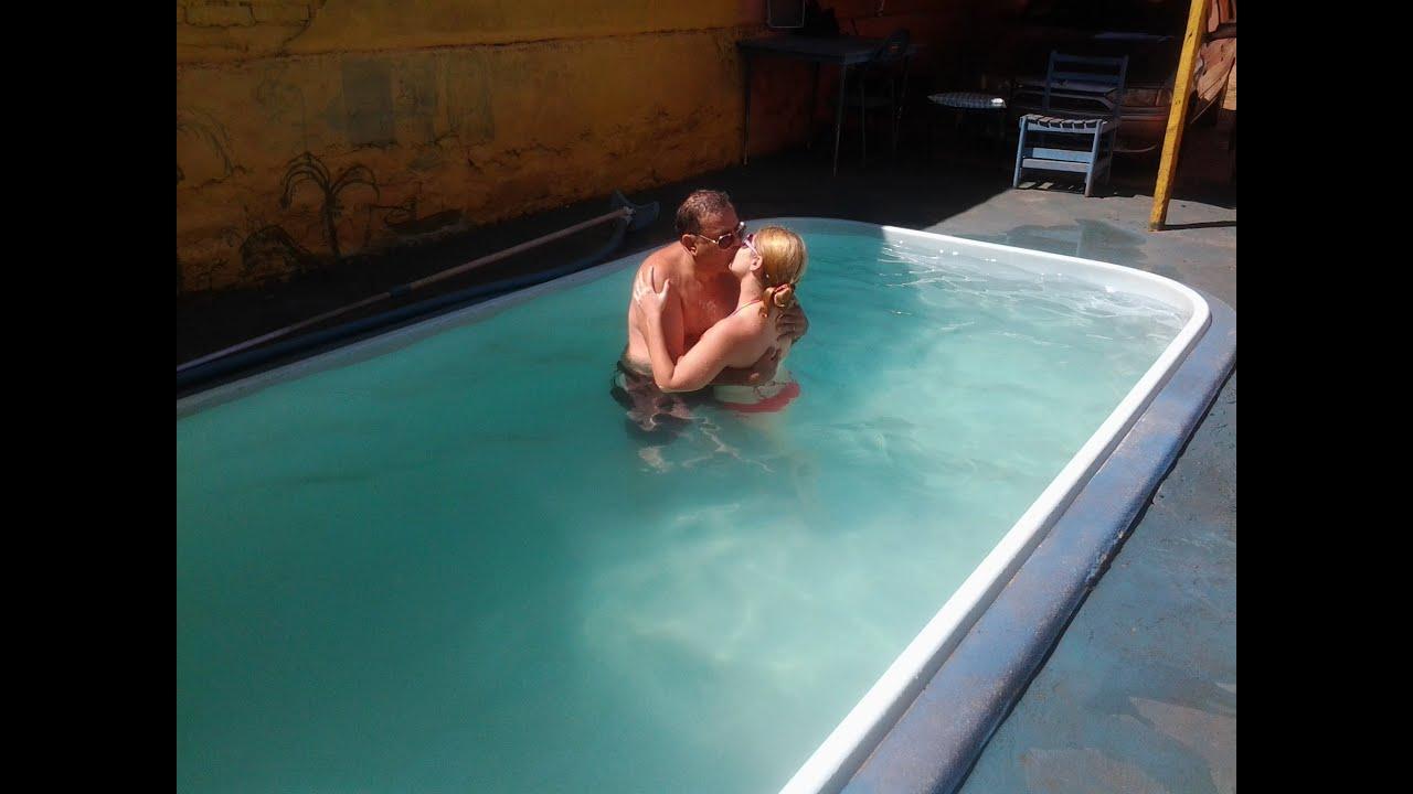 Piscina retirada de uma piscina de fibra familia ara jo for Ideias para piscina de fibra