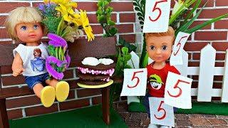 ПРОКОЛ С ТОРТОМ ! ДЕНЬ РОЖДЕНИЯ МАМЫ . Играем в куклы – Школа Барби