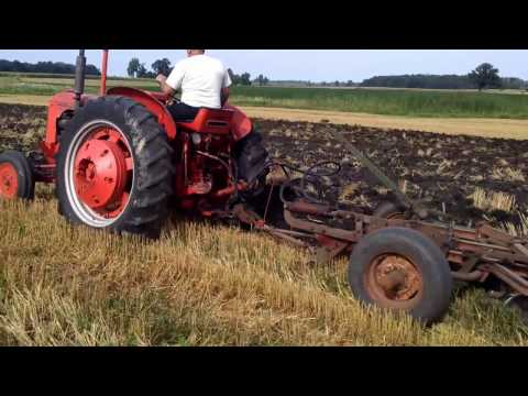 1952 CASE DC-4 pulling 4 bottom CASE Plow 2nd gear.