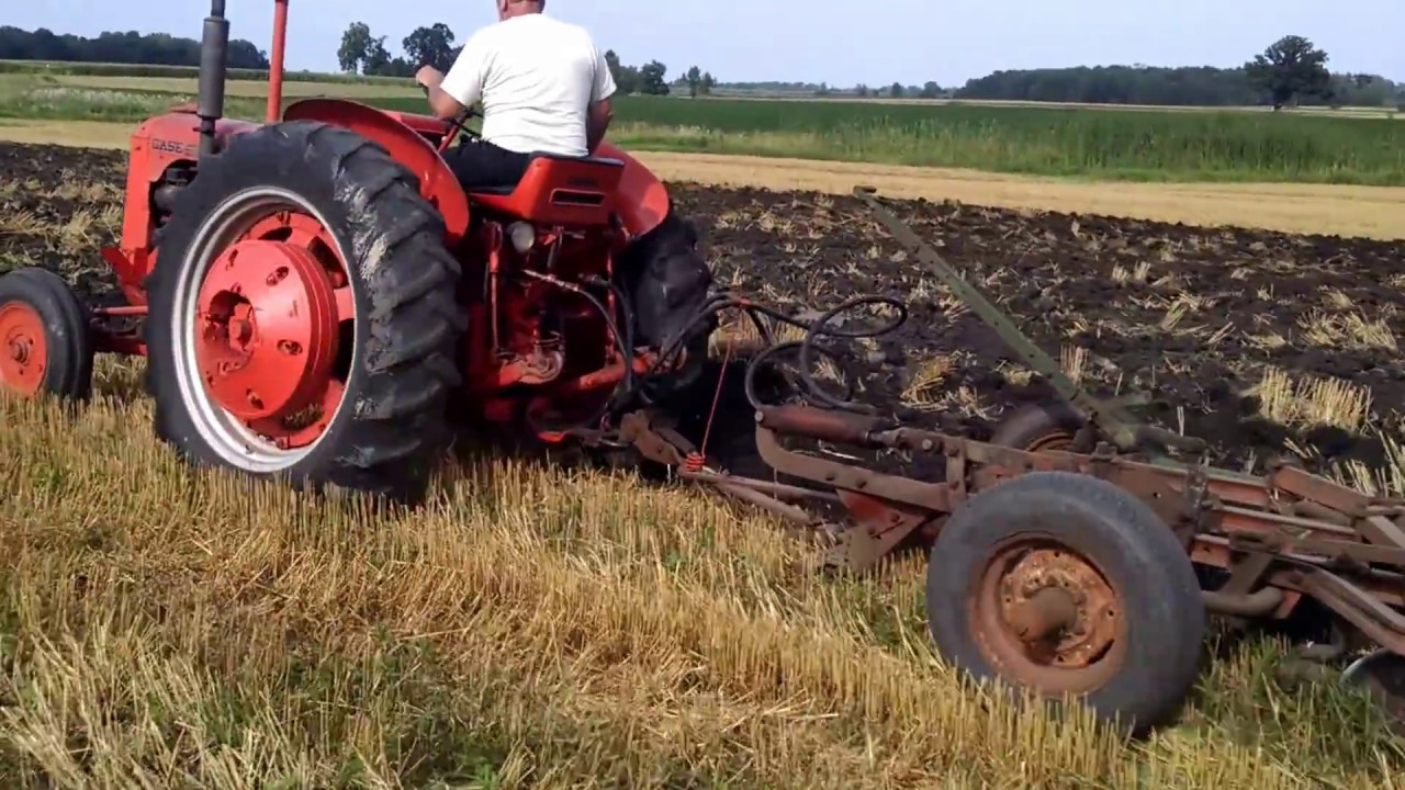 1952 Case Dc Tractor : Case dc pulling bottom plow nd gear youtube