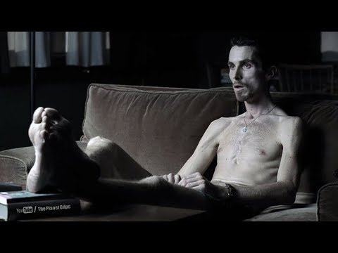 christian-bale-looking-like-skeleton,-lost-62-pounds-for-his-role-|-the-machinist-(2004)-movie