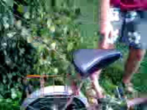Peda?ek na rowerze.3gp