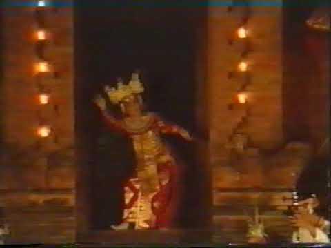 LEGONG UNTUNG SURAPATI 1982 IRINGAN GONG SEMARA PAGULINGAN TIRTASARI BALERUNG STAGE PELIATAN