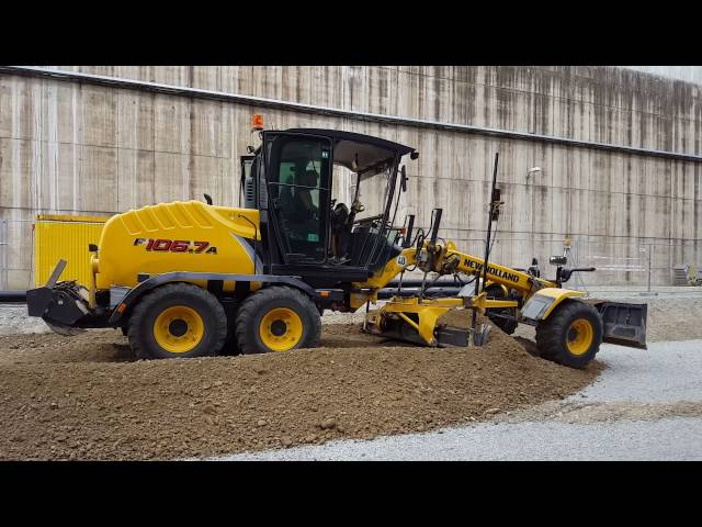 Grader New Holland F106.7A der Fa. Hammerl