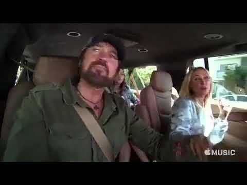 Família Cyrus canta