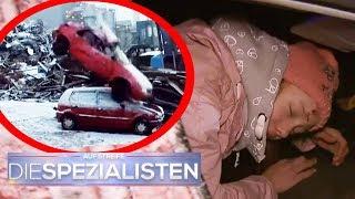 Saskia im Auto eingeklemmt: Auto fällt vom Kran auf Auto | Oliver Dreier | Die Spezialisten | SAT.1