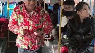 Вирусное видео,китаец поёт в автобусе,очень смешно!!!!!
