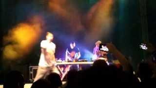 EDO MAAJKA - Prikaze (LIVE @ VEČEROV ODER - FESTIVAL LENT 2013)