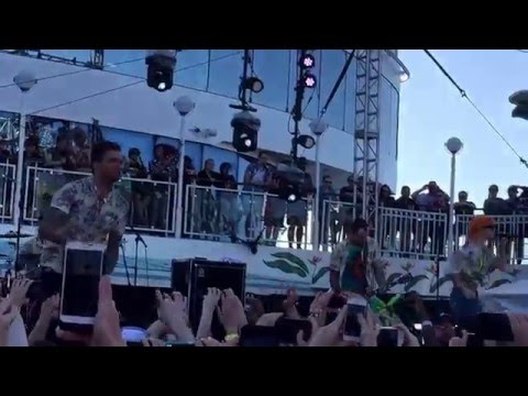 New Found Glory - Vicious Love (HD) (ft. Hayley Williams of Paramore) (Live @ Parahoy 2)