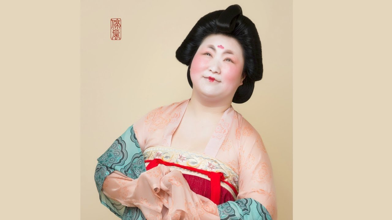 0f6f3dbd1 Chinese designer 'revives' Tang Dynasty by wearing retro clothing and  eating dumplings