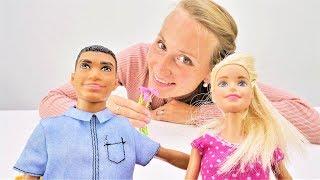 Барби работает в цветочном магазине. Видео для девочек.