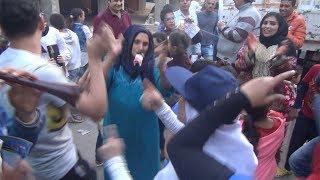 تنورة وأغاني وطنية في شوارع الدقي قبل انطلاق الاستفتاء
