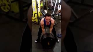 fisicoculturista se rompe la espalda en el gym haciendo un ejercicio termina mal