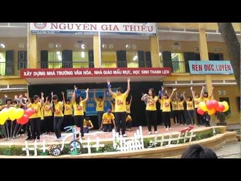 Waka waka (This time for Africa) - Flash mob A9 10 - 13 NGT