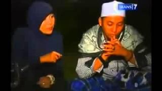 Dua Dunia perlintasan KA Tanjung Brebes