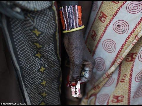 [1 : 21x360p] 눈물을 흘리며 겁에 질린 어린 소녀는 케냐 마을에서 부족의 할례 의식을 받아야합니다
