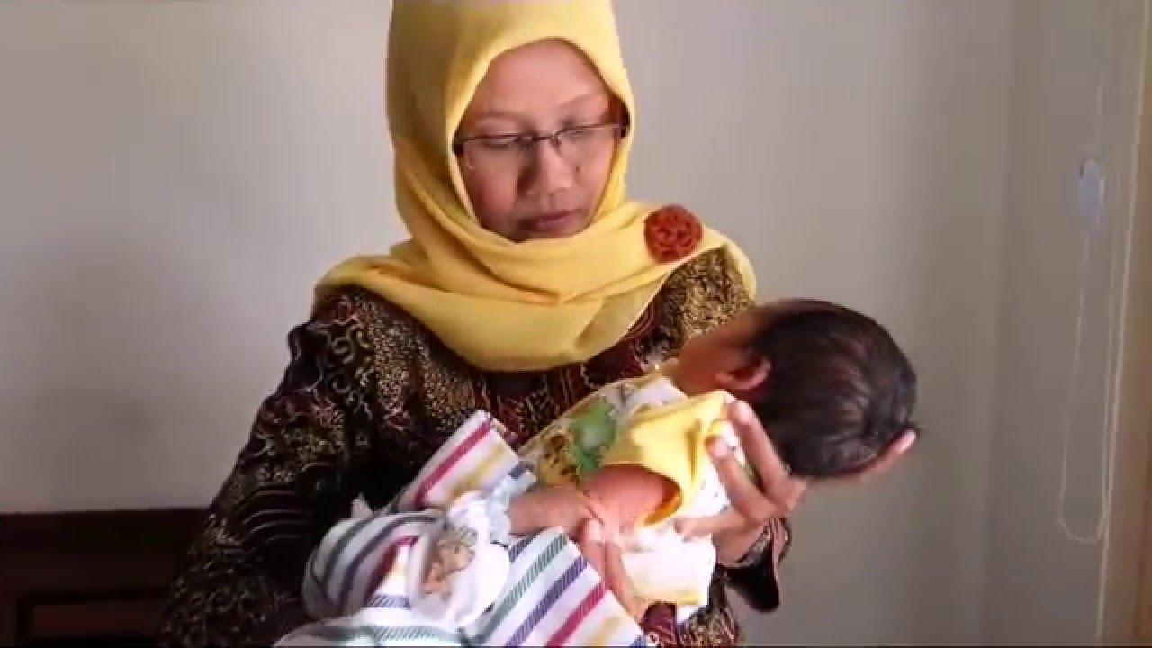 Bayi Tampan Dibuang Di Pinggir Jalan Youtube