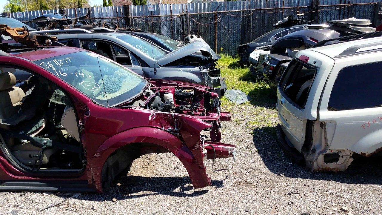 Junk yard, lots of used auto parts - YouTube