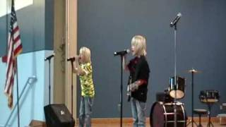 "Twin Boys singing ""The Final Countdown"""