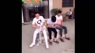 glume cu chinezi mori de ras