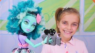 Spielspaß mit den Monster High Puppen - Ayça dreht einen Film