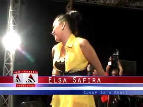 Cukup satu menit - Elsa Safira [Zagita Live in Pekan raya Tulungagung 2013]