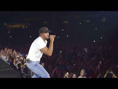 Luke Bryan -  Fenway Park What Makes You Country Tour