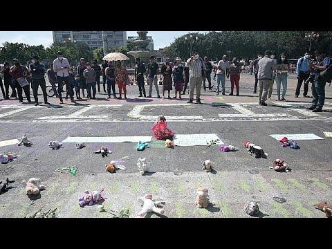 بالدمى القماشية..غواتيماليون يتظاهرون ضد قتل الفتيات ويطالبون بالعدالة للضحايا …
