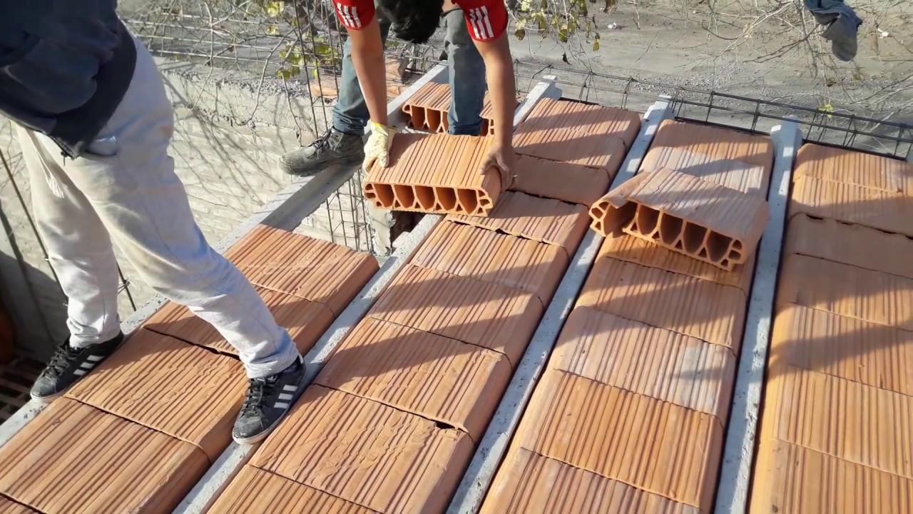Poniendo ladrillos huecos en losa de cer mica con viguetas - Tipos de ladrillos huecos ...