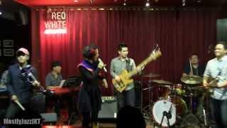 Andien - Langit dan Bumi @ Mostly Jazz 17/10/13 [HD]