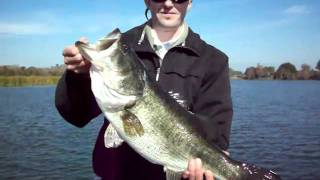 Orando Florida Bass Fishing: 7lber getting released....