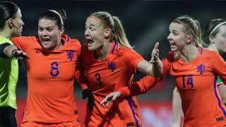 Jackie Groenen en Sari van Veenendaal balen na Oranje - Ierland (0-0)